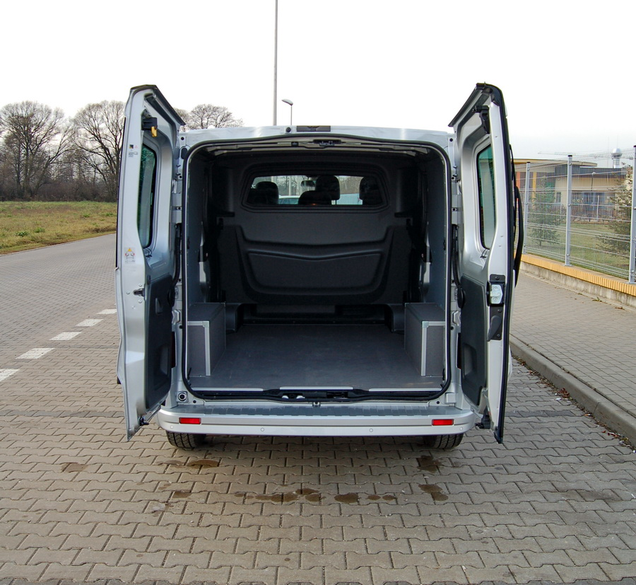 opel-vivaro-crew-cab-bagaznik