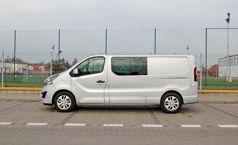 opel-vivaro-crew-cab-bok