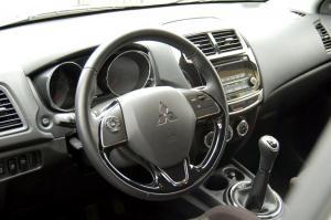 Mitsubishi-ASX-kokpit