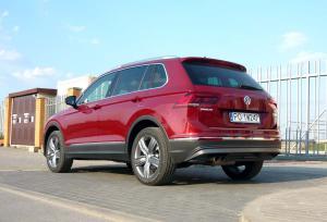 VW-Tiguan-tyl-bok