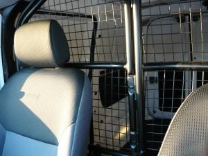 Nissan NV200 krata-dzieląca kabinę
